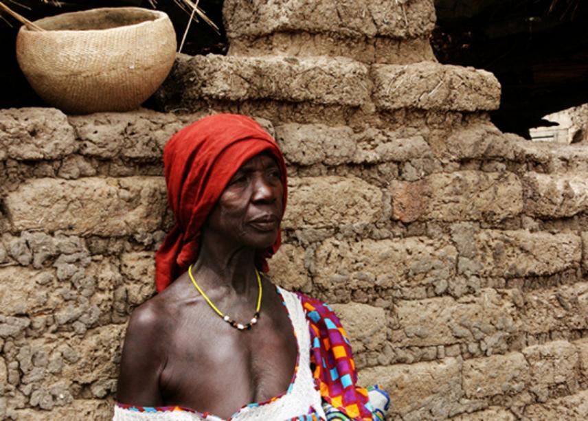 donna al villaggio